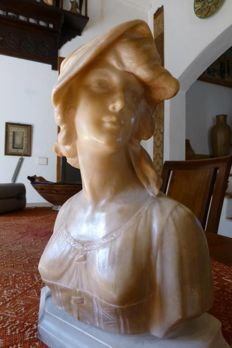 A. Saccardi (1883-1956) - Bust of young woman in alabaster - Firenze, Italy - beginning of the 20th century.