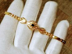 18 kt yellow gold bracelet with 0.5 ct blue sapphire.