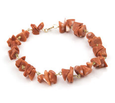 Yellow gold 18 kt/750 - Bracelet - Irregular shaped Pacific Coral - Length 19.00 cm