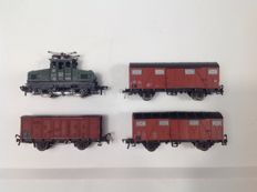 Fleischmann H0 - Electric locomotive DB E 6902 and 3 freight carriages DB