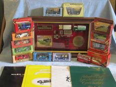 Matchbox Models of Yesteryear - Scale ca 1/76-1/43 - Lot with 13 models and 8 calendars