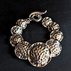 Silver 925 Hammered Bracelet Depicting 9 Large Round Disks of Different Sizes - Long : cm 22 - Weight gr. 26,30