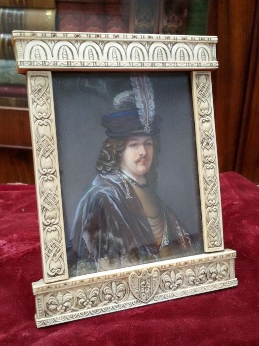 H. Hoyer - Nobleman with 17th century headdress - Gouache on ivory in elaborate frame - late 19th century