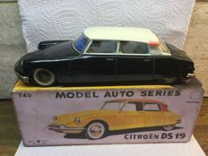 Bandai, Japan - Length 21 cm - Tin Citroën DS with friction motor, 1960s