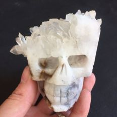 Finely hand carved crystal cluster of a skull - 80 x 88x 80 mm - 562 g