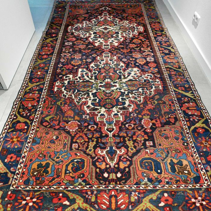 Very special, colourful, antique Bakthiar Persian rug - 300 x 150 - unique design - super look and design