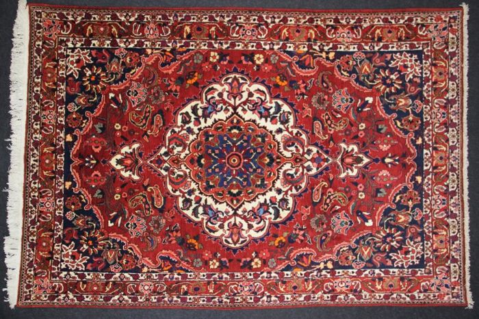Superb BAKHTIAR rug, Iran, 20th century, Hand-knotted, 317 x 216