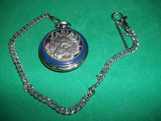 Franklin Mint Wolf Pocket Watch with Chain -International Wolf Center - 24 k gold plated and silver-plated - in very good condition.