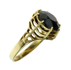 Solid 14 kt gold ring set with garnet - ring size 17-