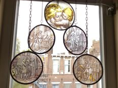 Five hand-stained glass window pendants with 18th century depictions - 20th century - themed maternity scenes and visual artists - round and oval