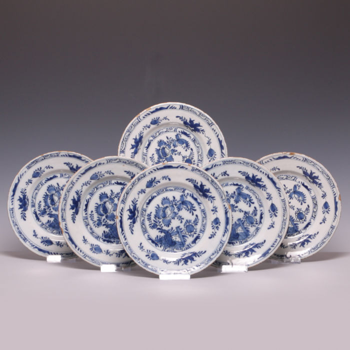 Set with 6 Delft blue earthenware plates - 18th century