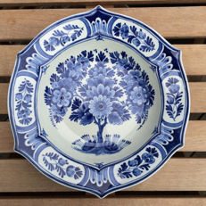 Porceleyne Fles - flawless antique plate with a hexagonal shape