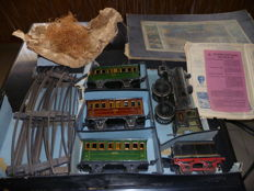 Märklin, Germany - Gauge 1 - Tin clockwork Train Set with Steam Loc B1041 29/3, early 20th century