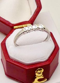 "Vintage white gold ""kiss"" ring by BQ set with 3 Diamond kisses  - NO reserve"