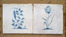 Lot with 2 antique tiles with flowers