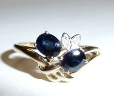 Ring made of 333 / 8 kt gold with 1 ct of sapphires and 2 diamonds, ring size 56 / 17.8 like new