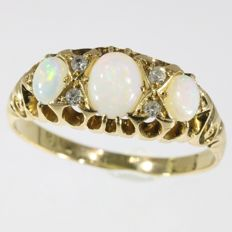 Antique British gold opal and diamond ring - anno 1900