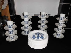 Royal Spinxs - 15 porcelain cups and saucers + 15 breakfast plates - With depictions of traditional costumes