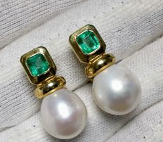 Very fine emeralds 3.00 ct in 18 kt yellow gold earrings and Australian pear pearls 13 mm 'No Reserve'