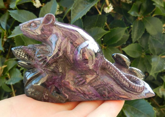 Fine Sugilite Mouse - 117 x 41 x 65 mm - 357.2 g