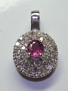 White gold pendant (18 kt) with huit-huit cut diamonds and central ruby - Dimensions: 1 x 1.2 cm