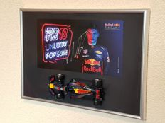 Max Verstappen - hand gesigneerde officiele RB fabriekskaart + Limited edition 1:32 modelauto Red Bull Racing Tag Heuer RB13 + COA