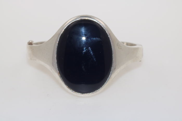 Silver 925 solid bangle with large onyx