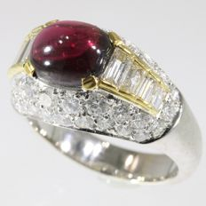 Stunning lady's and/or man's diamond ring 3.60 crt diamonds and a big garnet - free resizing - circa 1990