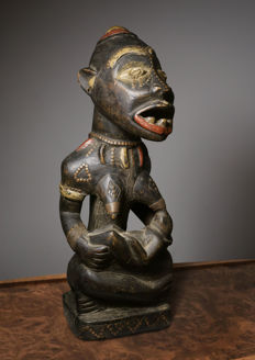 Old Yombe Maternity sculpture / D.R. Congo