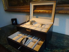 Luxurious 20 watch/jewellery storage box with drawer and lock