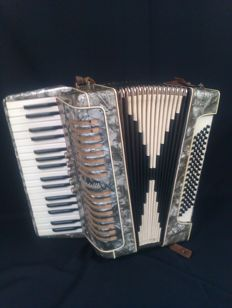 Mirandelli accordion - 5 voices - 80 bass - Italy - 2nd half 20th century
