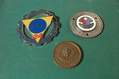 "Lot of 3 authentic objects - 2 badges ""Tulpen Rallye Holland"" + ""A.C.O 24"" & 1 medal ""XXIVe Mille Miglia"" - c. 1950/1960"