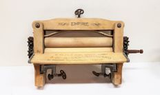 Wooden hand wringer - Empire - first half of 20th century