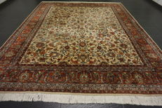 Elegant hand-knotted Indo Qom Esfahan Isfahan silk shine 256 x 306 cm Made in India
