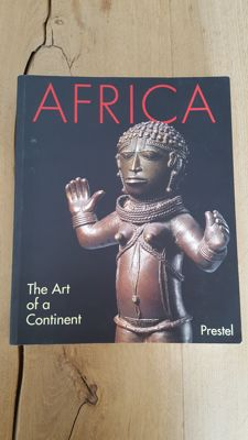 8 books on African art