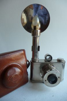 Synchro Thabes with Albada viewfinder, original flash and bag - 1948