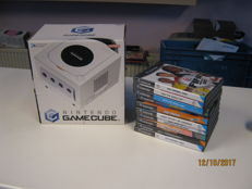 Original Gamecube boxed including 10 games like : Shrek 2, Harry Potter, OO7. Shark Tale and more