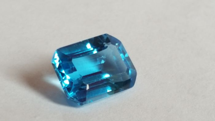 Topaz - Swiss blue - 8.85 ct