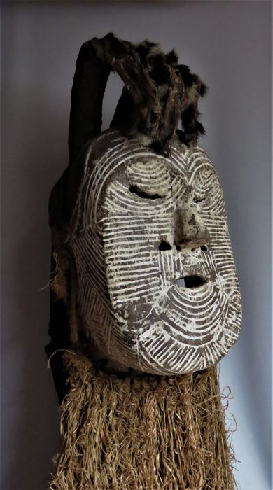 Authentic and rare Mwadi mask - SONGYE - TEMPA - SUNGU - Congo