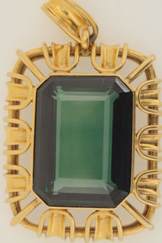 Handmade pendant, yellow gold with tourmaline, size 24.6 x 19 mm, flawless