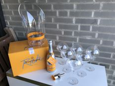 Veuve Clicquot Rich set; 1 bottle (75cl), 6 glasses, cooler & tea pourer