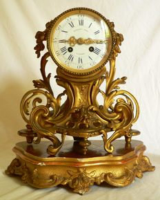 Antique patinated gilded bronze pendulum clock - Signed by the clockmaker 'Billault à Loche' - Late 19th century France
