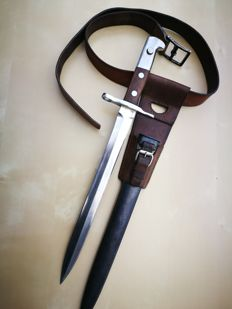 Complete Swiss Bayonet M1918 for Schmidt-Rubin whith LEATHER BELT (100 cm), sheath and frog, all in very good condition (nickel)