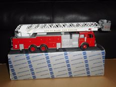Conrad - Scale 1/43 - Firefighter Aerial ladder City of Miami Rescue