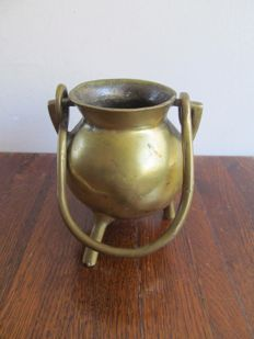 Bronze grape cooking pot on 3 legs-Flanders-18th century