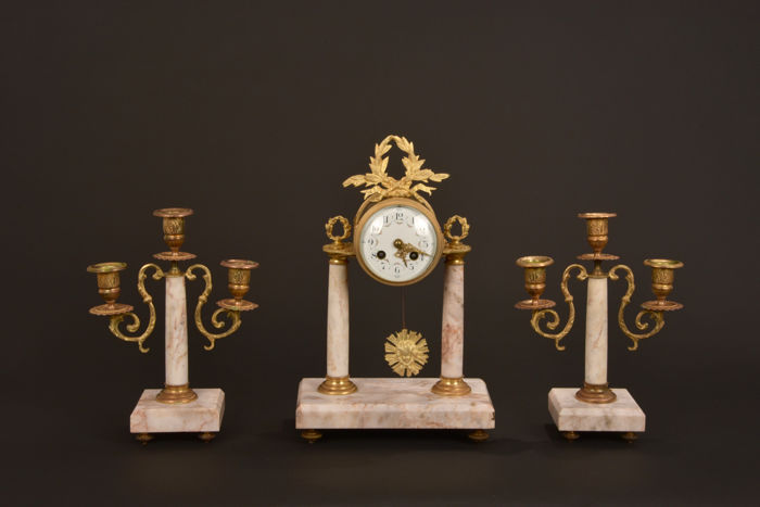 Marble pendulum set with bronze mounts - Empire style - approx. 1820