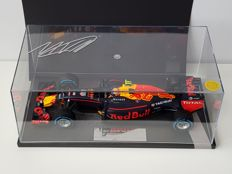 Minichamps - Scale 1/18 - Red Bull Racing Tag Heuer RB12 3th place Brazilian GP 2016 - Max Verstappen hand signed.