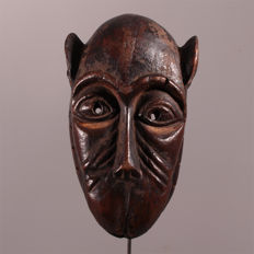 Beautiful Baule monkey mask with signs of wear - Ivory Coast