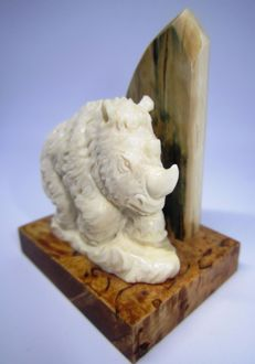 Woolly Rhinoceros (Coelodonta antiquitatis) figure made out of mammoth ivory - 4 x 3 cm - Siberia/Russia