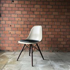 Charles & Ray Eames voor Herman Miller - side chair DSW, Parchment Beige